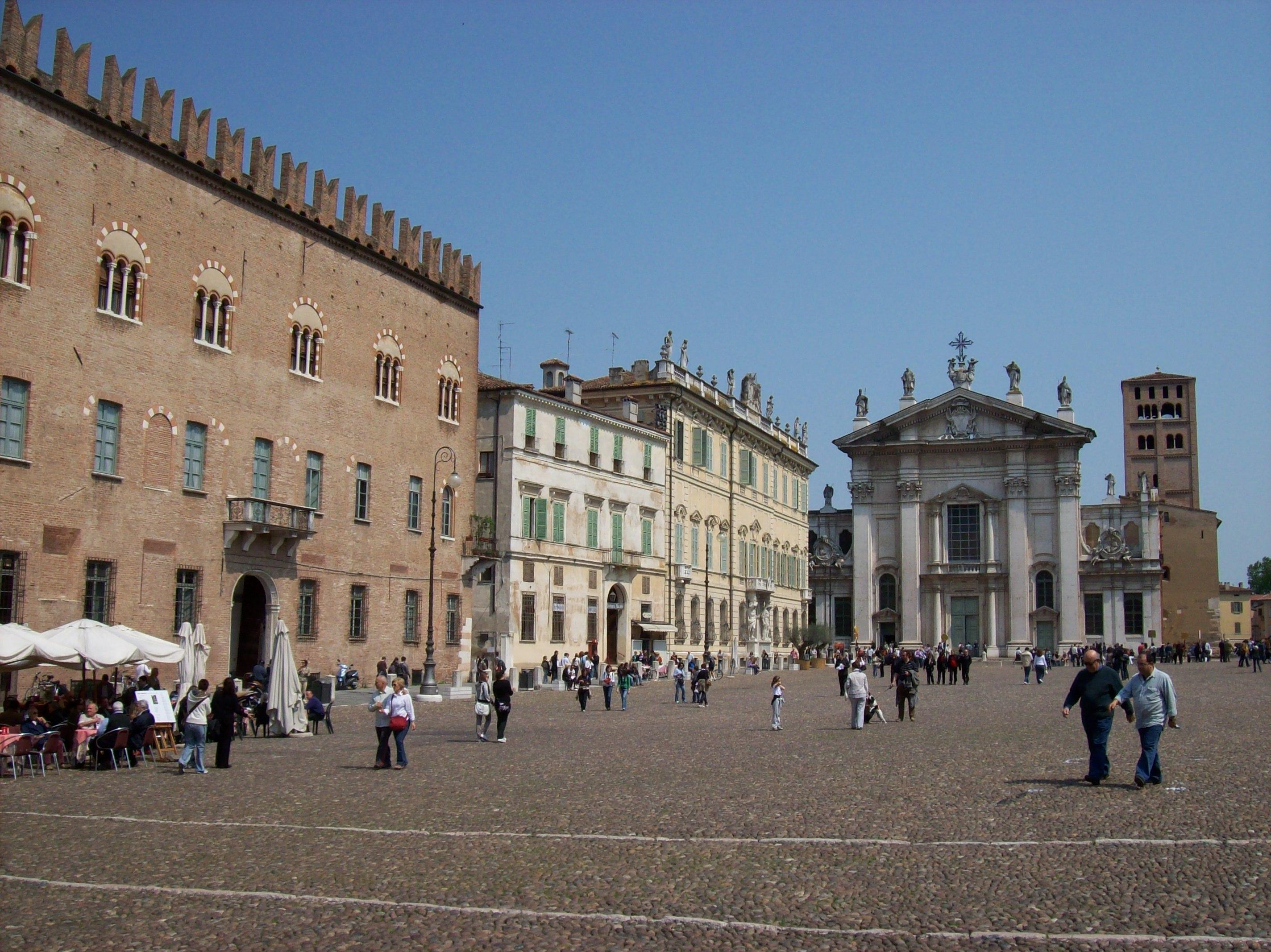 Mantova_-_Piazza_Sordello