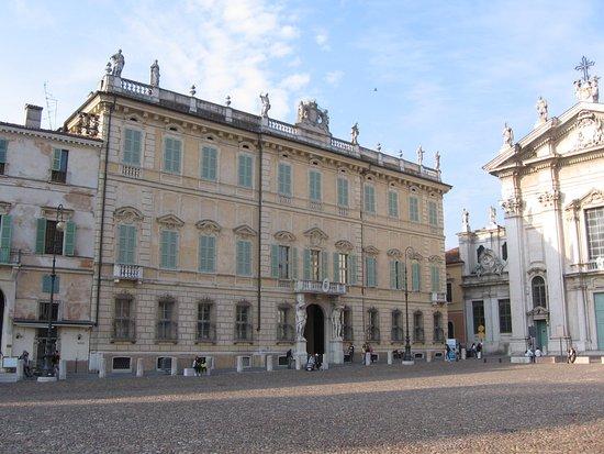 palazzo- banchi o vescovile